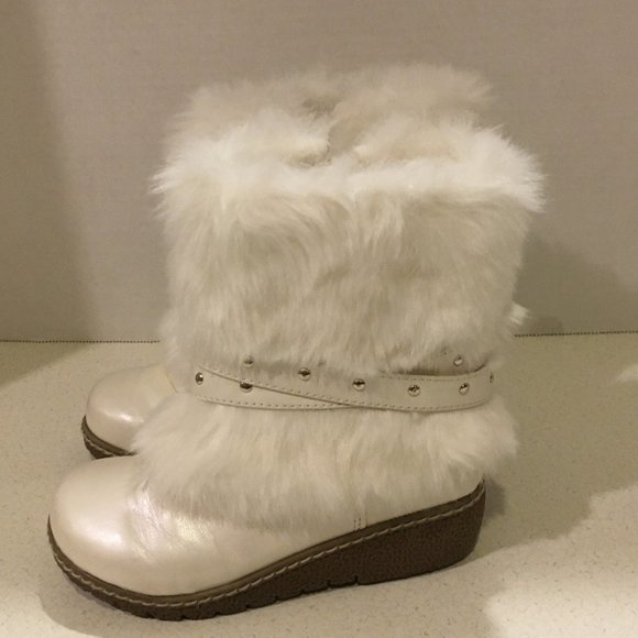 Shoes   Cherokee White Faux Fur Boots